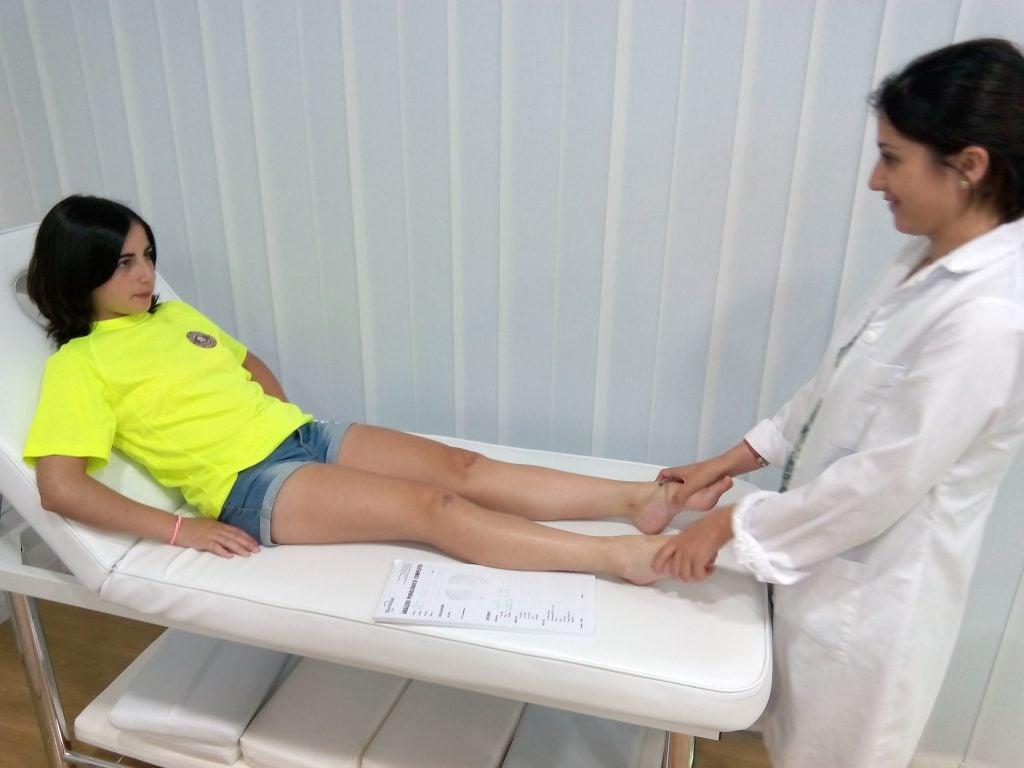 exploracion en camilla en clinica vimar salud